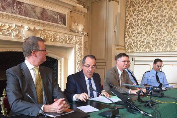 Le préfet Delpuech entouré des autorités de police et de justice ce midi à Lyon