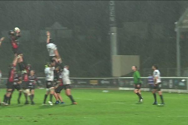 Rouen le samedi 9 décembre 2018 : match (sous la pluie) de  Rouen Normandie Rugby contre Bassin d'Arcachon
