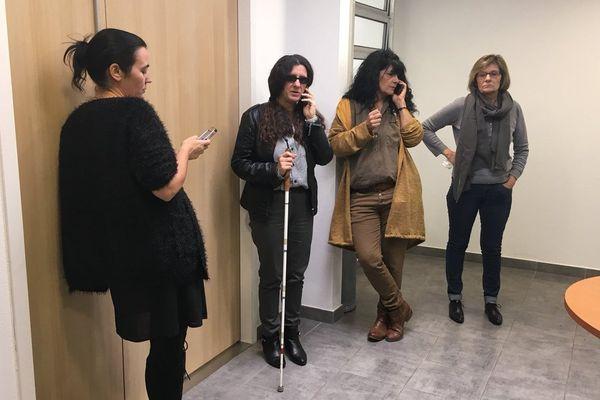 06/11/2017 - En grève de la faim depuis le 30 octobre, une partie des grévistes retient les directeurs de l'hôpital de Bastia et de l'ARS dans les bureaux de la direction.