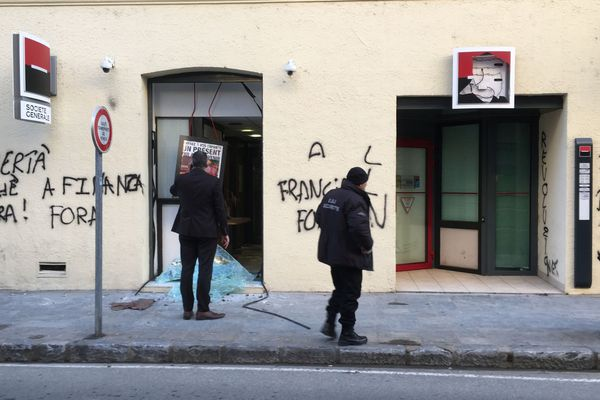 16/12/16 - Deux agences bancaires ont été saccagées jeudi soir à Corte (Haute-Corse)