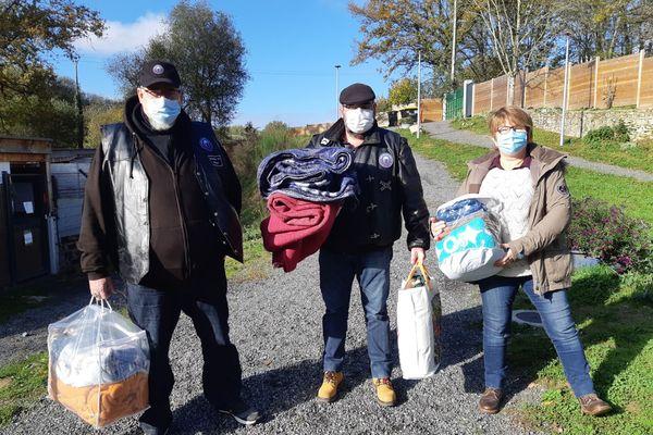 """Des """"motards solidaires"""" livrent des personnes à risque ainsi que le refuge de la SPA."""