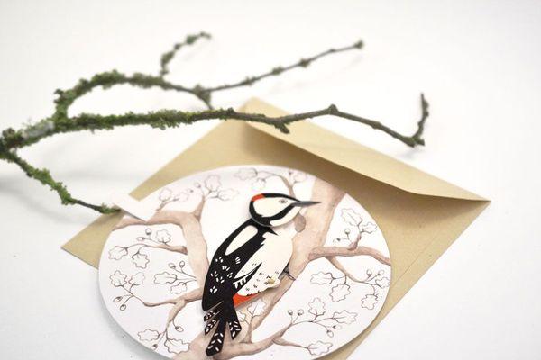 Le pic épeiche, un petit oiseau de nos campagnes, l'une des cartes de voeux animées, crée par Laÿla Nahas