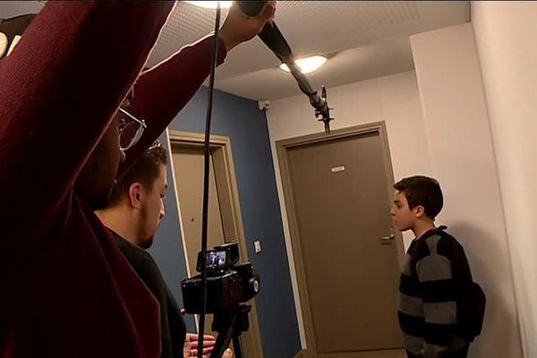 Le tournage d'une mini-web série dans les locaux de l'association Les bobines sauvages.