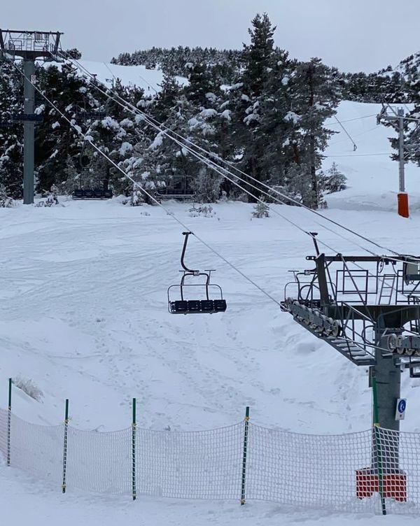 Gréolières le 10 décembre : les remontées mécaniques à l'arrêt... Malgré la neige fraîche !