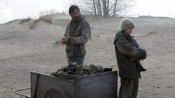 La Route a été adapté au cinéma par John Hillcoat, avec Viggo Mortensen dans le rôle principal
