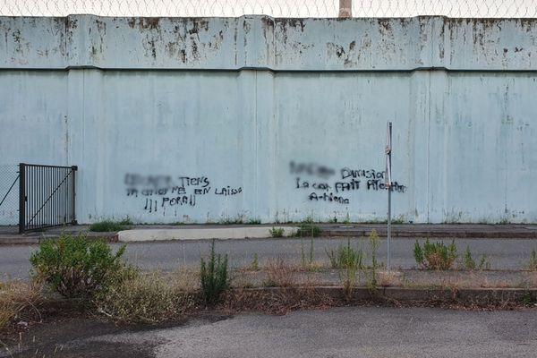 Ce lundi 27 juillet des tags ont été découverts sur le mur d'enceinte de la prison de Borgo.