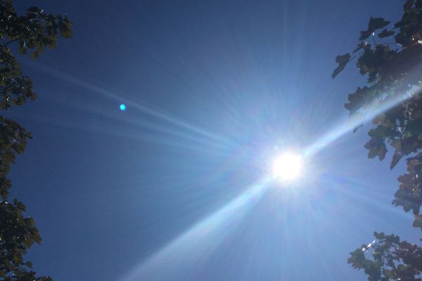 Un soleil de plomb avec une forte hausse des températures caractérise l'épisode caniculaire.