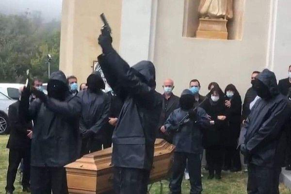 Des militants du FLNC rendent hommage à Stéphane Leca, assassiné lundi dernier à San Nicolao.