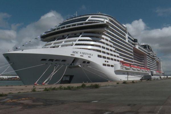 Le MSC Virtuosa amarré au quai d'Asie dans le port du Havre, le 5 mai 2021