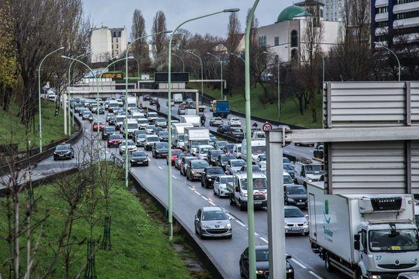 Les limitations de vitesse ont également été réduites sur les principaux axes autoroutiers.
