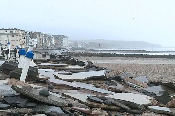 La digue de Wimereux a été très endommagée par le passage de la tempête Eleanor.
