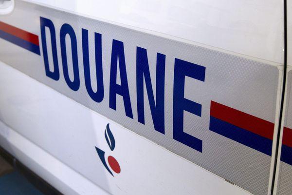 La douane a intercepté une camionnette jeudi midi 22 août sur l'aire de l'autoroute A9, à Marguerittes, près de Nîmes. A l'intérieur, ils ont découvert 30 Indiens et Pakistanais.