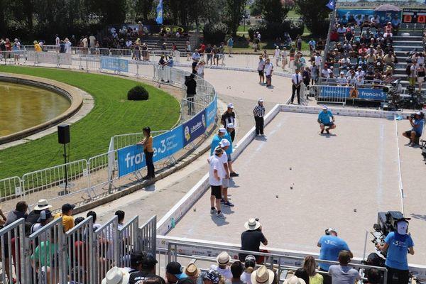 Les parties en direct sur les terrains France 3 lors du Mondial La Marseillaise à pétanque 2019, au Parc Borély à Marseille.