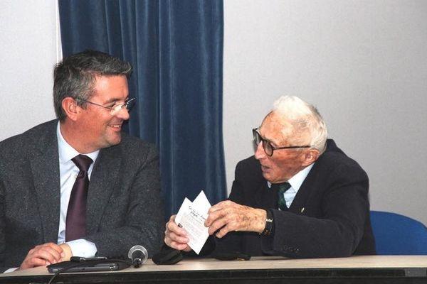Marcel Hordenneau aux côtés de Yannick Moreau, le maire des Sables d'Olonne