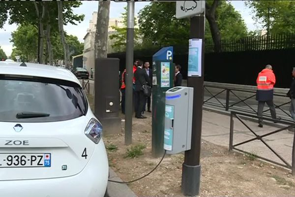Les nouvelles bornes électriques permettent de recharger tout type de véhicule électrique, le 7 juin 2019 à Paris.