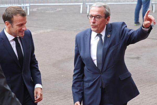 Roland Ries au côté d'Emmanuel Macron lors de sa visite à Strasbourg le 1er octobre 2019.