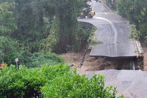 Un pont emporté par la rivière Vésubie dans les Alpes-Maritimes, le vendredi 2 octobre 2020