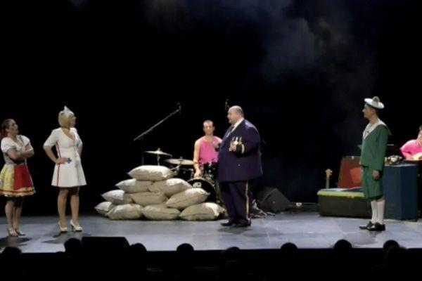 Extrait d'un spectacle de la compagnie de théâtre musical La Java des Gaspards