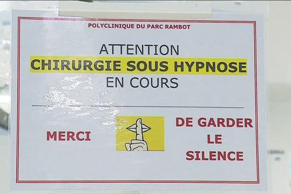 Plus un bruit dans le bloc lorsque l'opération chirurgicale se pratique sous hypnose.