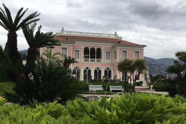 La villa a été construite entre 1905 et 1912 à Saint-Jean-Cap-Ferrat par la baronne Béatrice Ephrussi de Rothschild.