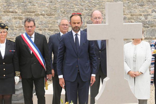 Le Premier ministre s'est rendu au cimetière de Colombey pour se recueillir sur la tombe du général de Gaulle.