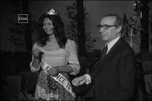 Miss France 1976, reçue par Régis Debré, Maire d'Amboise