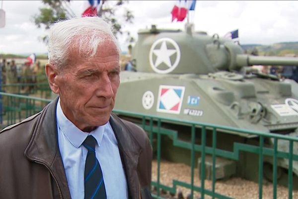 Le général Jean-René Bachelet, né en Bourgogne, fut enfant de troupe à l'école militaire préparatoire d'Autun.