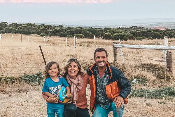 Cela fait maintenant deux ans que Louie, Jenny et Nathan ont pris la route pour faire le tour de l'Australie