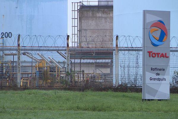 Les salariés du site de Grandpuits poursuivent la grève. La production de produits finis est interrompue.