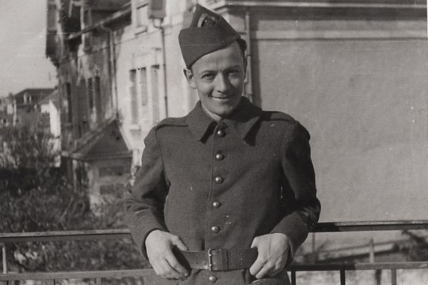 Georges Bégué est le premier agent agent Français du              SOE à avoir été parachuté en France.