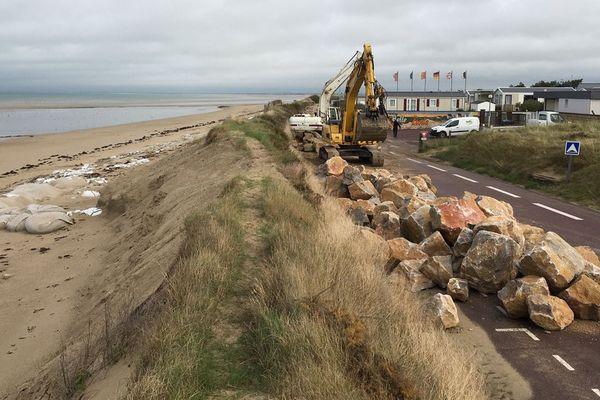 Pour faire face aux prochaines grandes marées, la commune de Gouville-sur-Mer, dans la Manche, a pris ses précautions
