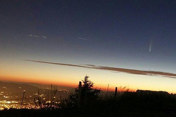 L'astronome amateur a pris plusieurs clichés de la comète Neowise dans le ciel de la Haute-Savoie.