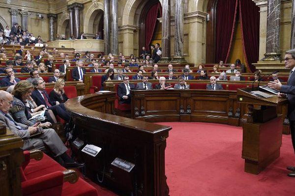 Artur Mas, ancien président de la Catalogne, devant le parlement, en novembre 2015.