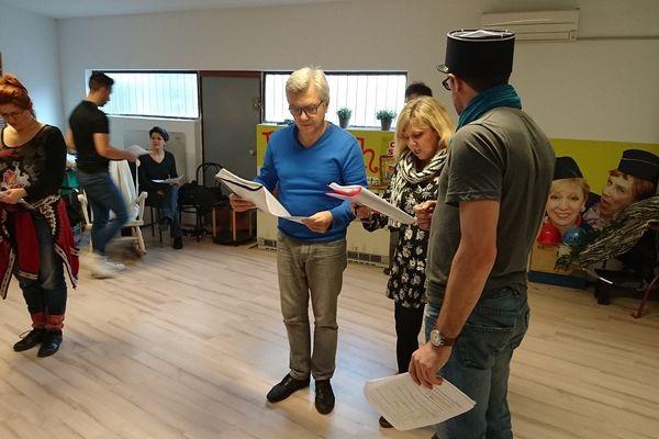 Les membres de la Revue Scoute en répétition dans les locaux d'Acte 5 au Neudorf à Strasbourg