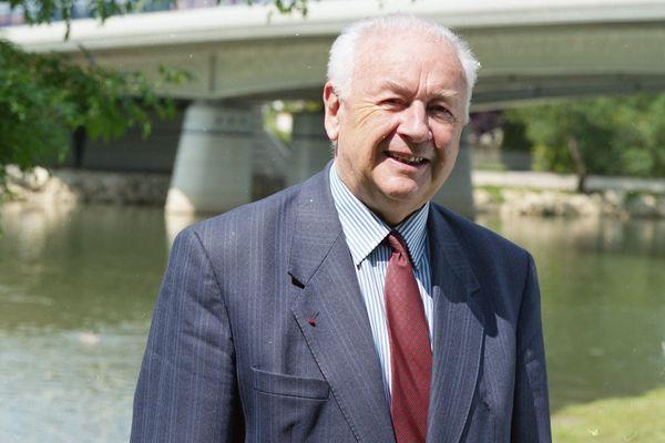 Georges Chavanes est notamment connu pour avoir redressé les comptes de la ville d'Angoulême pendant ses mandats.
