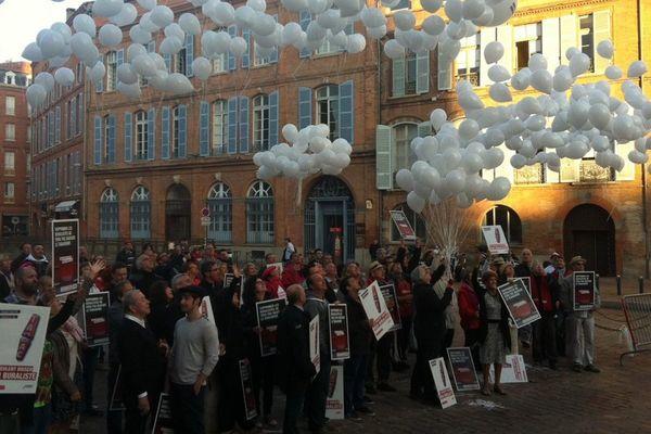 Les buralistes ont lancé 1041 ballons, comme 1041 bureaux de tabac fermés en France en 2014