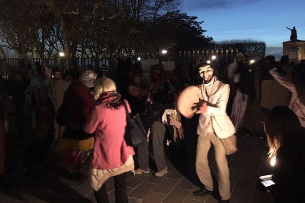 Le Karnaval des gueux a bien lieu à Montpellier, mardi 5 mars, malgré l'interdiction de la préfecture et de la mairie.