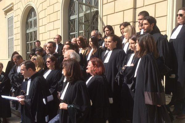 """30/03/2018 - Les avocats du barreau d'Ajaccio se sont rassemblés dan le cadre d'une """"Journée morte"""" de la justice."""