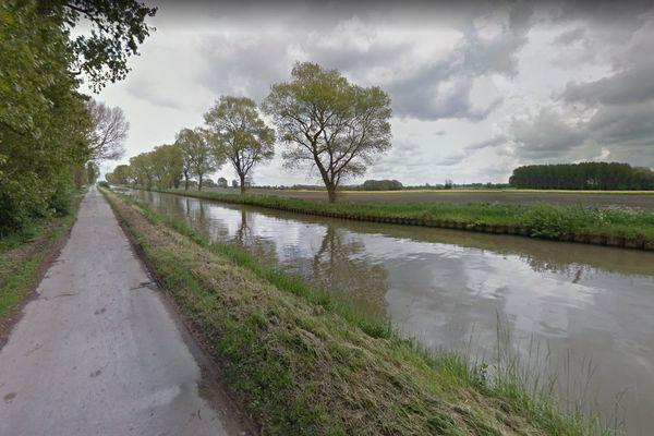 Le Canal de Calais, au niveau de Guemps.