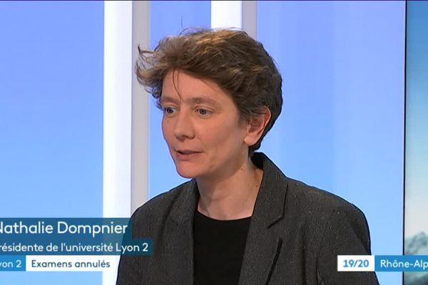 Nathalie Dompnier, Présidente de l'université Lyon 2, invitée du 19/20 Rhône-Alpes, confirme l'annulation des partiels prévus en mai - 14/5/18