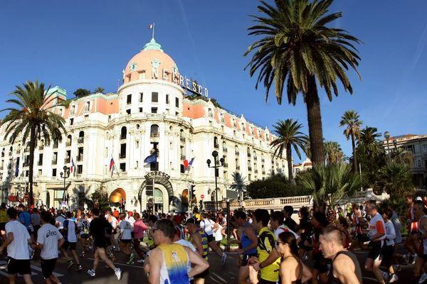 Plus de 12.000 coureurs sont attendus ce dimanche pour le marathon entre Nice et Cannes, 50.000 personnes viendront les encourager.