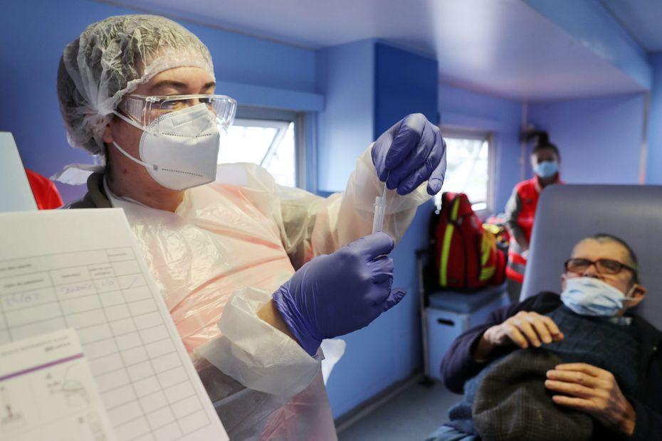 Covid-19 : le virus circule activement dans certaines zones de Corse, les habitants appelés à se faire tester - France 3 Régions