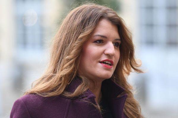 """Marlène Schiappa a condamné ce mardi les propos du délégué du Conseil français du culte musulman. Après les menaces de mort reçues par une adolescente qui avait critiqué l'islam sur les réseaux sociaux, il avait déclaré : """"qui sème le vent récolte la tempête""""."""