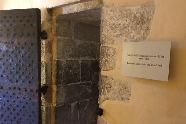 L'entrée de la cellule du masque de fer sur l'île.
