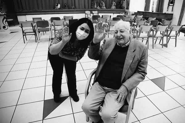Le père Bernard Sellier avec la directrice de l'Ehpad de la Maison Saint-Martin de Reims