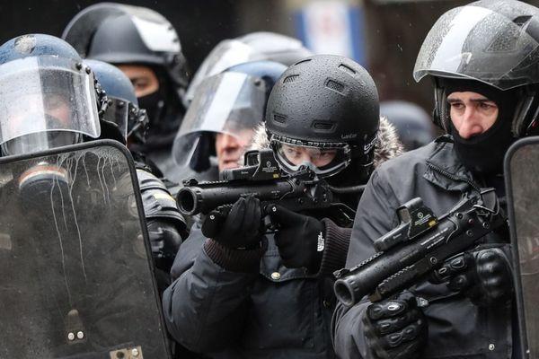 Les policiers qui utilisent des LBD devraient être équipés de caméras