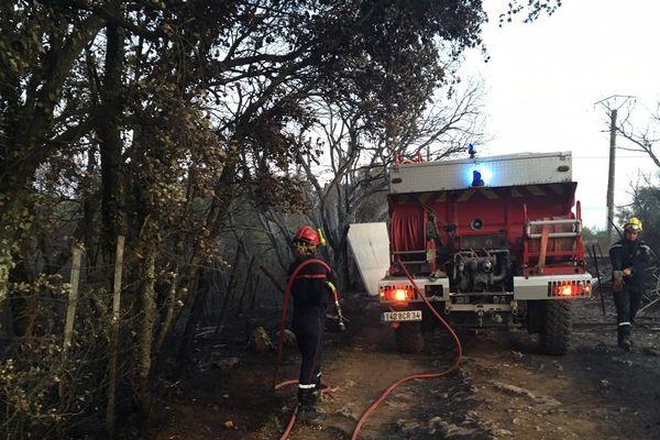 Les pompiers du SDIS 34 à la lutte avec un incendie parti de Galargues, dans l'Est de l'Hérault et qui a ravagé plsu de200 hectares de chaumes
