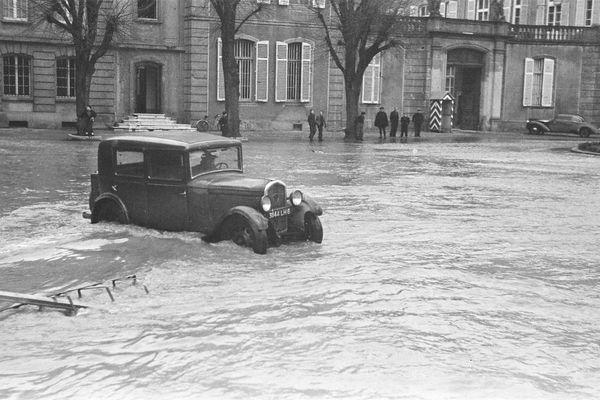 Inondations place de la Préfecture (1947) - Paul de Busson