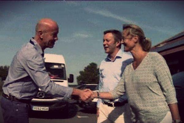 Photo souvenir lorsque les deux dirigeants de S2F Network rencontrent leur nouvel interlocuteur au sein de l'entreprise Premier Marinas.