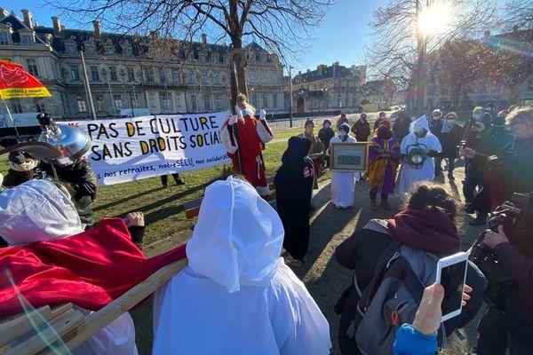 Une centaine de manifestants se sont réunis à Grenoble pour demander la réouverture des lieux culturels.